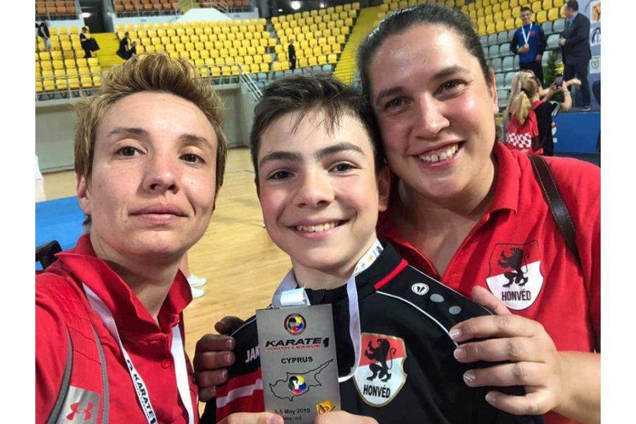 Magyar ezüstérem a karate Youth League-en