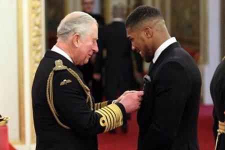 A koronavírusos Károly herceggel találkozott a világbajnok