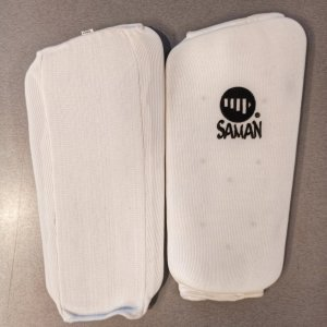 Sípcsontvédő, Saman, elasztikus, szivacs betéttel, fehér, saman