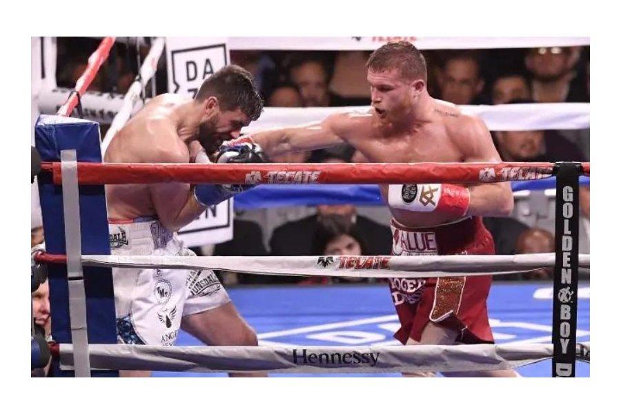 Alvarez könnyen és gyorsan legyőzte Fielding-et