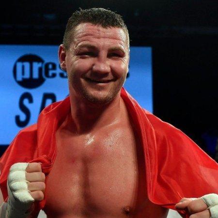 Szellő volt világbajnok kihívó ellen bokszol október 12-én