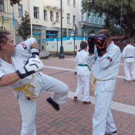 Harcművészet Békéscsabán a Főtéren