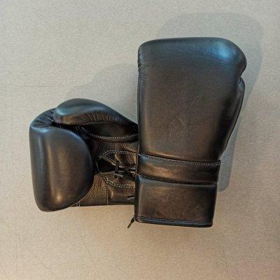 Boxkesztyű, bőr, fűzős, fekete, 10 oz