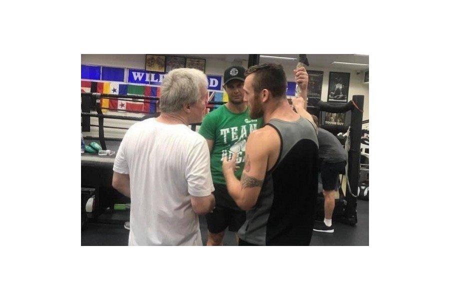 Nem feltartott kézzel érkezik Mexikóba Dennis Hogan