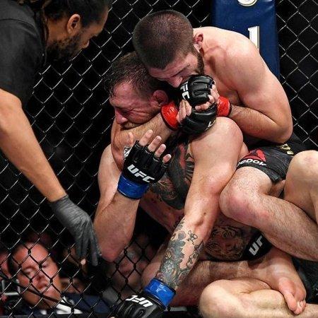 Khabib előbb McGregort győzte le, aztán hatalmas balhét csinált